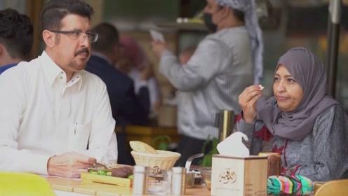 终于,沙特女性可以不用在餐厅和男性隔离用餐