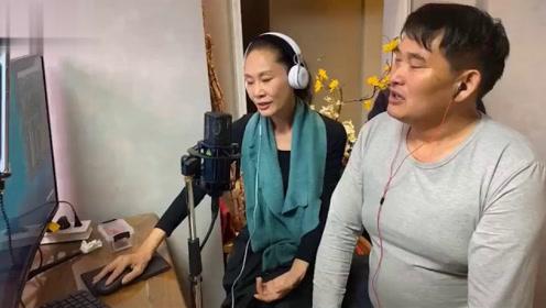 """54岁于文华和大衣哥直播,气质容颜不变,""""一言不合""""就开唱画面极度舒适"""