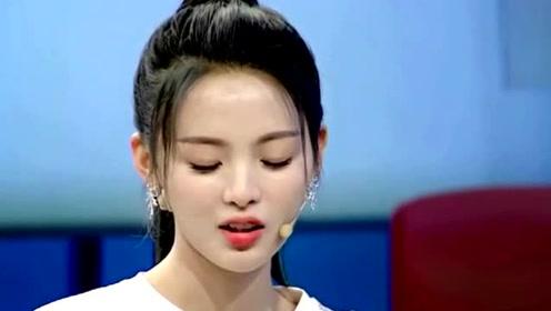 杨超越十八岁旧照曝光 穿旗袍当礼仪小姐模样清纯
