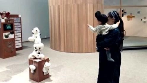 林宥嘉老婆首晒二胎孕肚,女方挺大肚轻松抱一岁多儿子