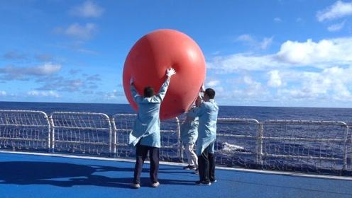 视频:远望3号船组织释放信标气球