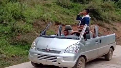 """五菱""""神操作"""",面包车直接变敞篷,司机真是个狠人!"""