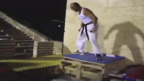 徒手劈砖世界第一人,创造吉尼斯纪录,这操作太狂暴!