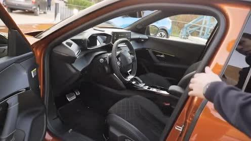 动感时尚的全新标致2008GT车内内饰展示!