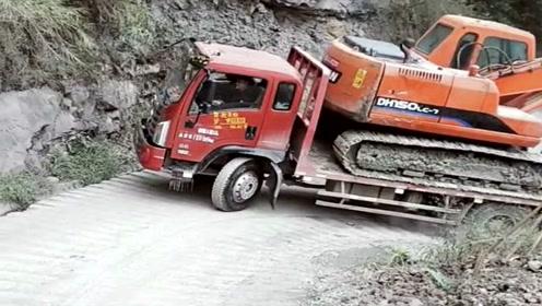 农村人开货车养家,拉着挖掘机过盘山弯道,这技术真牛!