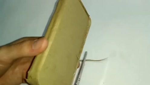 真是有才,牛人用纸箱自制手机,网友:差点以为是真的了!