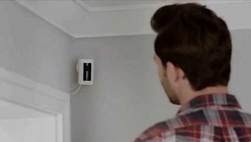 情侣在卧室装摄像头,却听到里面传来陌生声音