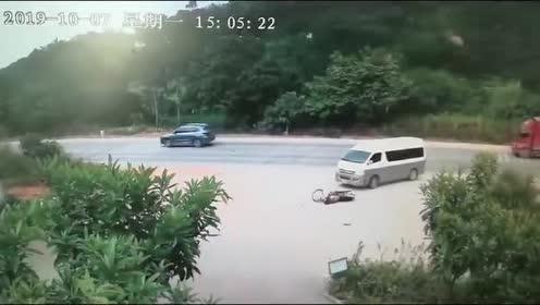 高速路公路行驶时!真是危险重重!防不胜防