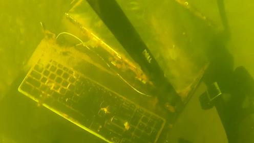 老外清除海底垃圾,却意外发现一台电脑,打开后白高兴了