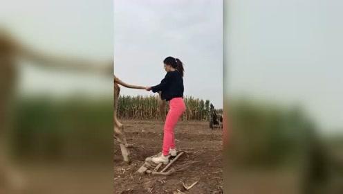 真是农村的女汗子,豪爽,牛!