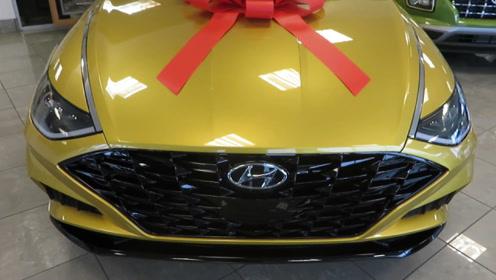 新车到店!实拍2020款现代索纳塔,这颜值和内饰,简直太帅了