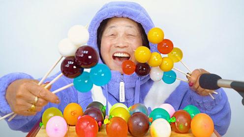 食无禁忌的老奶奶,享受美食时笑容灿烂,有没有感到幸福?