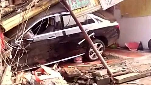 莆田失魂小轿车一头撞倒街铺!车速太快还是房子太渣?
