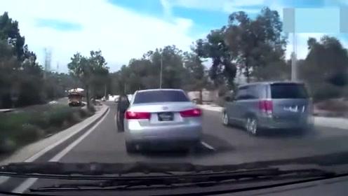 论开车方式,可千万不能和这些女司机一样,一定得注意了!