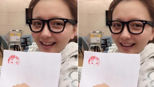 孙茜机场为经纪人画像遭吐槽 网友:画功还不赖