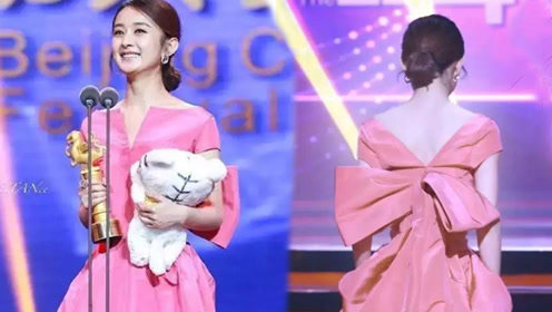 赵丽颖这条粉色裙子很普通?她转过身美翻了