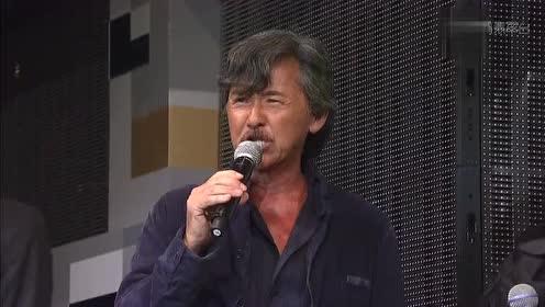 林子祥在金像奖献唱《男儿自当强》台下成龙听得很开怀太有气魄了