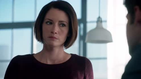 女超人得知了父亲的失踪和超查部有关