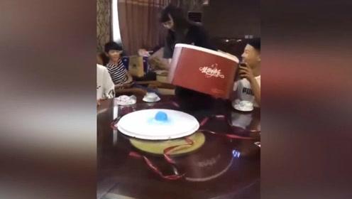 白色情人节女朋友送的生日蛋糕,我在考虑要不要继续交往!