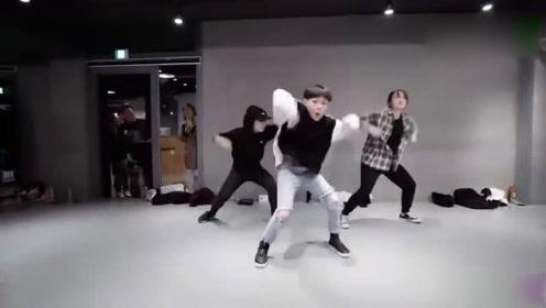 跳舞节奏感超强《24K Magic》舞蹈,现在的小朋友厉害了!