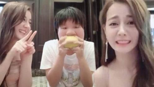 热巴拍搞笑视频时偷咽口水 :给我吃一口吧