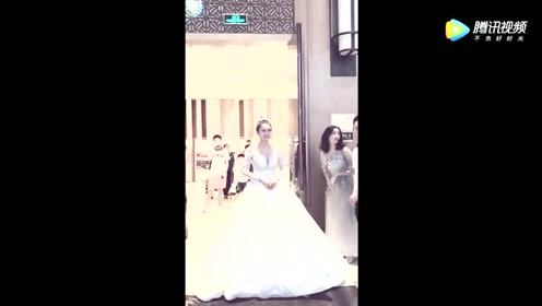 看到这样漂亮的新娘伴郎团都为新郎感到高兴!