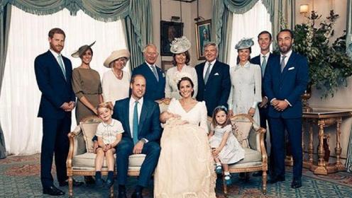 英国王室最新全家福曝光 路易小王子成新焦点