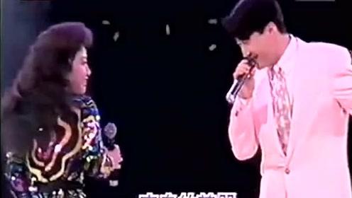 黎明与徐小凤合唱经典歌曲梦,在小凤姐面前黎天王就如学生