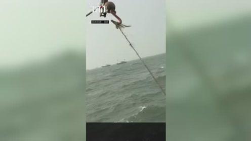 葫芦岛一运砂船翻沉:证照不全非法作业 船上11人全部失联