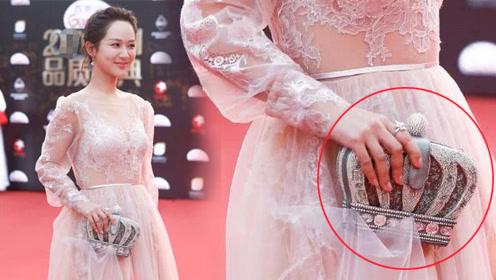 """杨紫要把强迫症逼疯了,偏要用""""钻石包""""勾住裙子"""