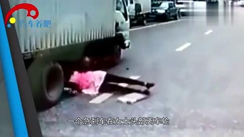 女子脚下一滑直接滑到车轮胎下,险被碾压,吓的直接说起了胡话