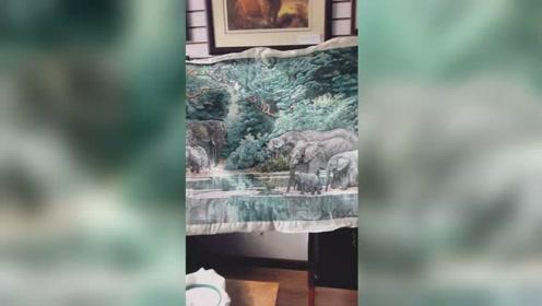 """60岁阿姨用缝纫机绣出""""大千世界"""""""
