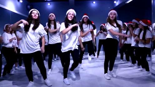 圣诞节来临,青春活力女孩献上舞蹈一份,过年的气氛瞬间来了