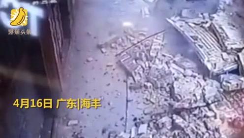 广东某医院围墙瞬间倒塌多辆小车被掩埋受损