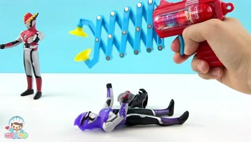 《玩具益趣园》罗索奥特曼买到的弹簧夹糖果食玩太有趣了