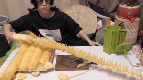 """美食挑战:小伙在家自制1米2的超长""""金箍棒薯塔"""""""