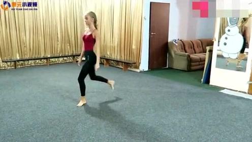 """""""没有一点赘肉"""",俄罗斯舞蹈老师的身段让人羡慕"""