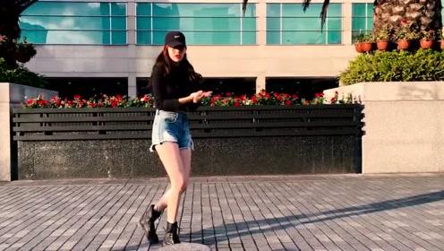 此时此刻该做什么,当然是看国外小姐姐跳舞了,一起《Taki