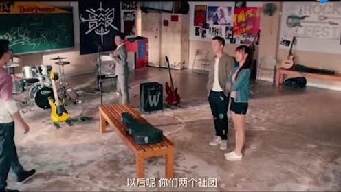 小情侣在排练场打架,正好被老师撞个正着!