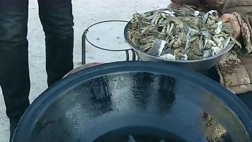吃播东北二超的这道菜我相中了,满黄的大螃蟹真诱人,大哥家有矿!