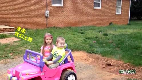 妈妈给宝宝买了一辆玩具警车,宝宝非常喜欢,坐上去感觉非常神气