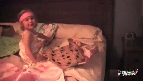 宝宝躲在卫生间搞创作,妈妈打开门那一刻,彻底崩溃了