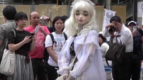 日本女孩花9年时间,把自己变成人形玩偶,走在街头引人围观!