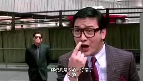 仇家盯上了警察的女友,以为警察女友好欺负,结果被一拳打爆眼镜