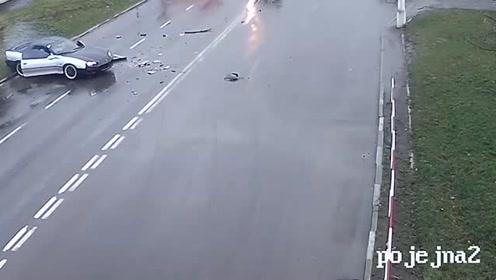 大哥路口疯狂飙车,吓得司机浑身颤抖