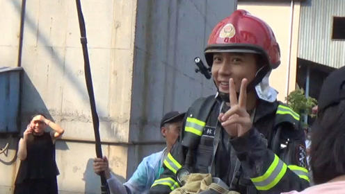 救火现场张丹峰竟是失声 他却大笑不止