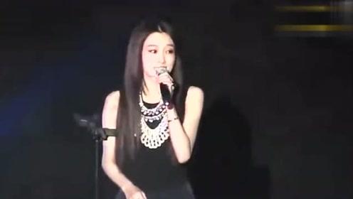 张韶涵与范玮琪同台尴尬满溢,全场0交流,观众都替你们着急!