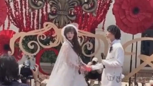 嘻哈歌手bridge婚礼现场曝光! 网友:他老婆咋长这样?
