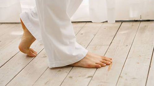 脚上出现2种异常,也许是肝脏癌变的征兆