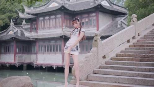 古风美女穿旗袍跳《江南夜》美丽的长腿太养眼了!